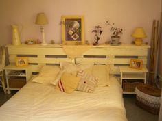 tête de lit palette qvec étagère pratique