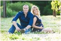 Great pose for maternity photos and beautiful light! Windy Peak Photography