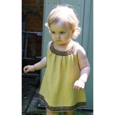 Buttercup dress Easy Baby Knitting Patterns, Love Knitting, Christmas Knitting Patterns, Knitting For Kids, Knitting Yarn, Knitting Projects, Girls Knitted Dress, Knit Baby Dress, Baby Scarf