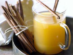 Ananaspunsch mit Ingwer und Zimt | Zeit: 15 Min. | http://eatsmarter.de/rezepte/ananaspunsch-mit-ingwer-und-zimt