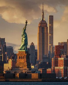 🇺🇸🗽🌇 newyork beautifullworld amaizing amaizingplace awesomeearth statueofliberty world vacation holiday travel travelpic usa 📷 by City Aesthetic, Travel Aesthetic, Places To Travel, Places To See, New York Theme, New York Wallpaper, Foto Poster, Los Angeles Travel, New York City Travel