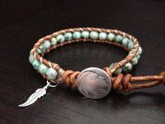 Pulsera de abrigo de cuero turquesa con encanto de la pluma de plata nativo americano inspirado joyas solo abrigo, regalo de novio novia