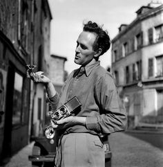 FRANCE. Paris. 1950. Werner BISCHOF photographed by Ernst Haas.
