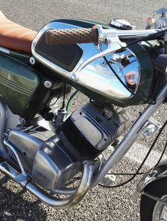 Custom Cafe Racer, Cafe Racer Bikes, Jawa 350, Cafe O, Moto Bike, Old Bikes, Sidecar, Bike Design, Custom Bikes