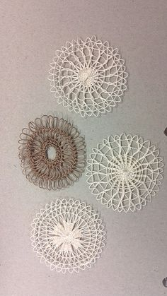 Teneriffe Tenerife, Needle Lace, Bobbin Lace, Cardboard Sculpture, Pine Needle Baskets, Loom Knitting Projects, Lacemaking, Hand Embroidery Stitches, Loom Weaving
