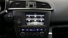 Grâce au système multimédia, vous accéderez facilement à votre Répertoire ou à votre Playlist tout en gardant les mains sur le volant.