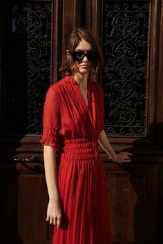KJOLE MED ELASTISK MIDJE | ZARA Norge / Norway Zara United States, Zara Dresses, Round Collar, Fancy Dress, Lady In Red, Elastic Waist, Wrap Dress, Short Sleeves, V Neck