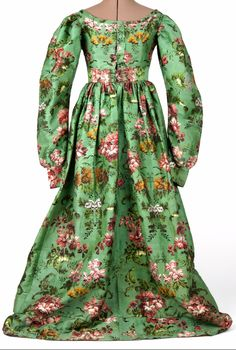 Dress, woven design, silk and linen, 1820 - 1830  (textile 18th c), Slottsfjellsmuseet, Norway