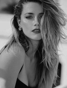 Amber Heard Makeup, Amber Heard Hair, Amber Head, Burgundy Lips, Glamour, Timeless Beauty, Beautiful Women, Actresses, Black And White