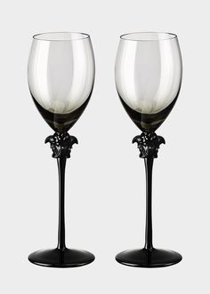 Medusa Lumière Haze White Wine Set by Versace Home. The head of Medusa and the long stem bestow elegance to the glasses Gothic House, Victorian Gothic, Gothic Kitchen, Gothic Bathroom, Goth Home Decor, Gypsy Decor, Gothic Bedroom Decor, Versace Home, White Wine Glasses