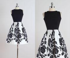 Floración de la noche.  vestido vintage de los años 1950.