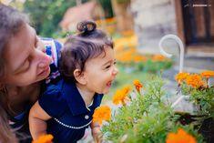 fotos família-bosque do papa-curitiba-museu do olho-fotógrafo de família-joinville-ensaio-book-1 aninho-fotos divertidas-campo-flores-irmãs_0015