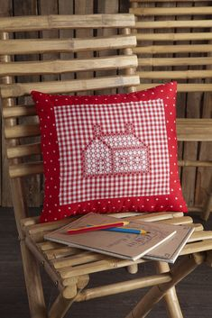 Creative embroidery N 81 Swiss mountain-style embroidery Diy Pillows, Cushions, Throw Pillows, Creative Embroidery, Embroidery Designs, Hobbies And Crafts, Arts And Crafts, Chicken Scratch Embroidery, Mountain Style