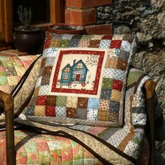 45 x 45 cm. Patchwork Quilt, Patchwork Cushion, Quilted Pillow, Sewing Pillows, Diy Pillows, Decorative Pillows, Throw Pillows, House Quilts, Baby Quilts