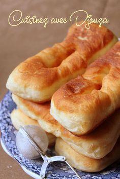 Beignets gonflés et moelleux Churros, Gourmet Recipes, Vegetarian Recipes, Bread Baking, Easy Desserts, Hot Dog Buns, Baked Goods, Food Print, Crepes