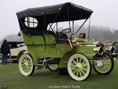 1905 Queen Model E Touring - Queen automobiles were made in Detroit from 1904-1906. This model has a 2 cylinder, 18hp engine.