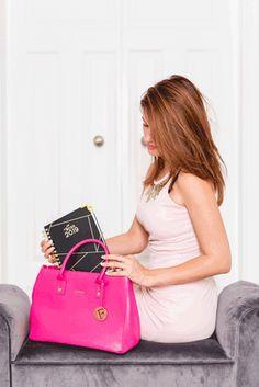 Boss Lady, Bags, Fashion, Handbags, Moda, Fashion Styles, Fashion Illustrations, Bag, Totes
