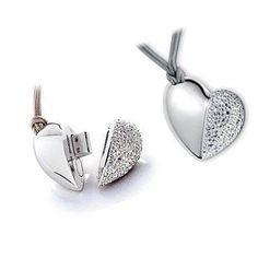 Pendrive Personalizado Joia Coração de prata com brilhantes R$54.90