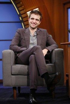 Robert Pattinson on Late Night With Seth Meyers (6/17)