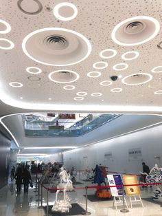 Insert flushed lights into existing gyp board? Flush Lighting, Cool Lighting, Lighting Design, Cafe Interior, Interior Design Studio, Shopping Center, Shopping Mall, Led Light Design, Circle Light