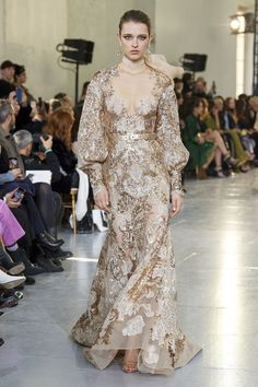 Elie Saab Spring 2020 Couture Fashion Show - Elie Saab Spring 2020 Couture Collection – Vogue - Source by Dresses elie saab Elie Saab Couture, Fashion Week, Fashion 2020, Runway Fashion, Fashion Mode, Luxury Fashion, Style Couture, Haute Couture Fashion, Fashion Show Collection