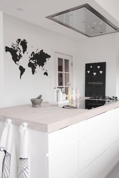 Black and white Scandinavian kitchen with a modern look that still has its own playful personality and charm. Kitchen Time, Kitchen Dinning, Kitchen Decor, Kitchen Design, Dining, Nordic Kitchen, Scandinavian Kitchen, Cuisines Design, Home And Deco
