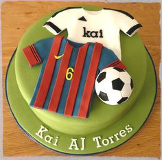 Football theme - Real Madrid & FC Barcelona Soccer Theme Parties, Soccer Party, Sports Birthday, Boy Birthday, Birthday Cake, Sport Cakes, Soccer Cakes, Football Cakes, Liverpool Cake
