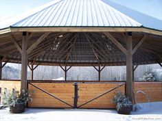A covered round pen, horse arena for year round horse riding access Horse Arena, Horse Stables, Horse Farms, Luxury Horse Barns, Round Pens For Horses, Horse Barn Plans, Indoor Arena, Horse Fencing, Horse Property