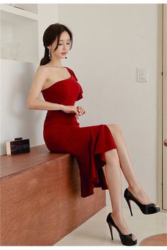 The temptation of red dress, tie-in high-heeled shoes, simply too beautiful – Easy Style Now South Korea Beauty, Female Head, Cute Asian Girls, Stunning Dresses, Tie Dress, Beautiful Legs, Sexy Legs, Asian Woman, Lady In Red