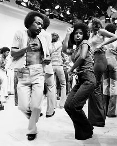 LOVE, PEACE, AND SOUL | I LOVE THE 70s —- Soul Train Dancers