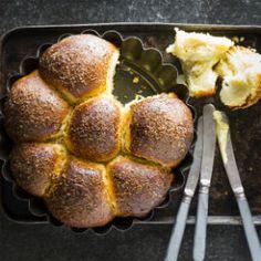 Coconut custard buns