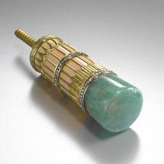 Fabergé Diamond-Set Carved Emerald, Gold and Enamel Parasol Handle, Workmaster Henrik Wigström, St. Petersburg, circa 1910