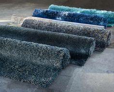 Golf van karpetten Prachtig met de hand geweven | Voor meer informatie en de diverse mogelijkheden kijk op www.prontowonen.nl #vloerkleed #karpet #kleur #blauw