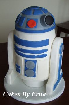 r2d2 cake by @mommymomentblog