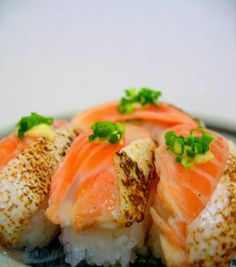 salmon belly sushi for you ? Asian Recipes, Healthy Recipes, Ethnic Recipes, Healthy Food, My Favorite Food, Favorite Recipes, Sushi Restaurants, Sashimi, Fish And Seafood