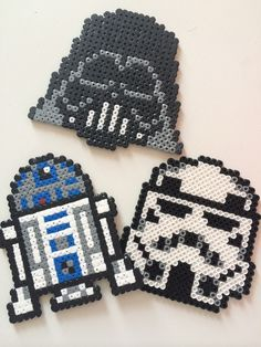 Dessous de verre Star wars en perle Hama : Cuisine et service de table par la-fille-au-chapeau-vert Perler Bead Designs, Perler Bead Templates, Hama Beads Design, Diy Perler Beads, Hama Beads Patterns, Pearler Beads, Fuse Beads, Beading Patterns, Perle Hama Star Wars