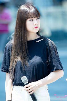 Park Chorong Apink❤180721 Kpop Girl Groups, Korean Girl Groups, Kpop Girls, Pink Park, Fandom, South Korean Girls, Girl Crushes, Make Me Smile, Winter Fashion