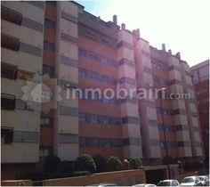 Piso en la localidad de Alcorcón con 92 m² repartidos en 2 habitaciones, 1 baño completo, 1 aseo, salón comedor y cocina independiente