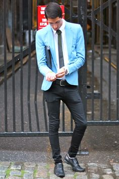 The colour and style of this jacket will complement any formal or casual outfit...