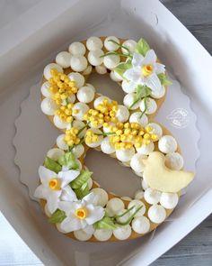 1,165 отметок «Нравится», 39 комментариев — ТОРТЫ НА ЗАКАЗ НИЖНИЙ НОВГОРОД (@sladkiy_povod) в Instagram: «Действительно, как открытка из детства)) мимоза и нарциссы 🌼. Красота» Cake Decorating Tips, Cookie Decorating, Cake Cookies, Cupcake Cakes, Alphabet Cake, Cake Lettering, Biscuit Cake, Number Cakes, Beautiful Desserts