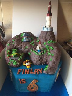 @ThunderbirdsHQ Hope you like this Tracy Island cake I made for my son's birthday party today. #ThunderbirdsAreGo