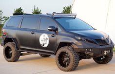 Marca confirma a presença de veículos clássicos e atuais modificados, mas mantém mistério para principais novidades