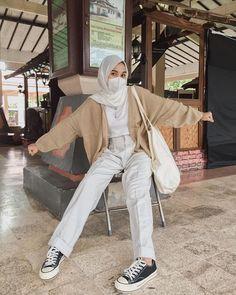 Modest Fashion Hijab, Modern Hijab Fashion, Street Hijab Fashion, Modesty Fashion, Casual Hijab Outfit, Hijab Fashion Inspiration, Kpop Fashion Outfits, Muslim Fashion, Modest Outfits