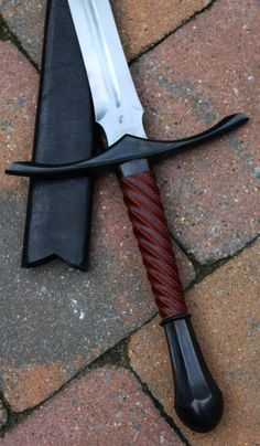 Fantasy Sword, Fantasy Weapons, Lord Of Rings, Sword Design, La Forge, Medieval Weapons, Lame, Knives And Swords, Medieval Fantasy