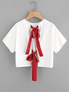 ¡Cómpralo ya!. Polka Dot Bow Tie Split Back Crop Top. White Cotton Casual Cute Short Sleeve Round Neck Plain Bow Fabric has some stretch Summer T-Shirts. , topcorto, croptops, croptop, croptops, croptop, topcrop, topscrops, cropped, topbailarina, corto, camisolacorta, crop, croppedt-shirt, kurzestop, topcorto, topcourt, topcorto, cortos. Top corto  de mujer   de SheIn.