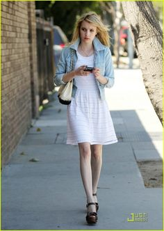 Emma Roberts Had 'Amazing Chemistry' with Freddie Highmore: Photo Emma Roberts shows off her spring style in a white eyelet dress as she heads to Joan's on Third for a bite to eat on Thursday afternoon (May The Artist Style Fashion, Chappals For Womens, Emma Roberts Style, Oscar Fashion, Street Fashion, Rachel Brosnahan, Emma Rose, Hollywood Heroines, Belle Photo
