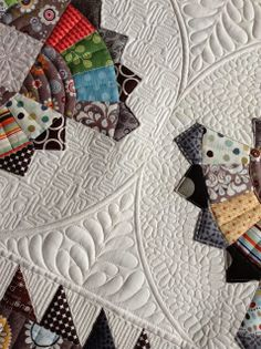 Sew Kind Of Wonderful: Twirling Fans Quilt                                                          Love the design to the left