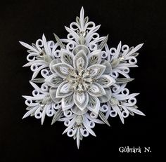 image (1680×1647) Ribbon Art, Ribbon Crafts, Paper Crafts, Paper Quilling Cards, Paper Quilling Patterns, Quilling Christmas, Christmas Crafts To Make, Fabric Flowers, Paper Flowers