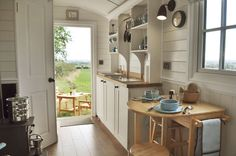 Shepherds Hut Interior Plans For Holidays 99 Ideas You Should Try Small Tiny House, Tiny House Living, Tiny House Design, Small Homes, Monsaraz, Tiny House Trailer, Shepherds Hut, Compact Living, Tiny Spaces