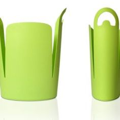 Reduce plastic bag clutter and keep your home clean with this trash bin. Reuse Plastic Bags, Storing Plastic Bags, Plastic Grocery Bags, Do It Try It, Green Waste Bin, Next Bags, Recycling Containers, Trash Bins, Clutter